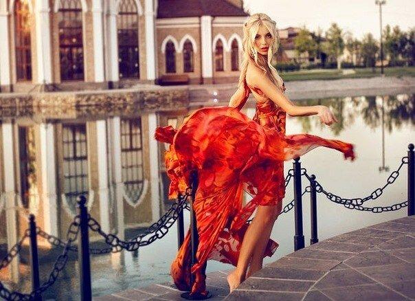 """Фото - Девушка в красном платье  """" Самые."""