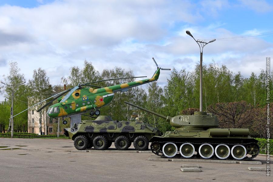 вертолет Ми-8, бронетранспортер БТР-60, танк Т-34