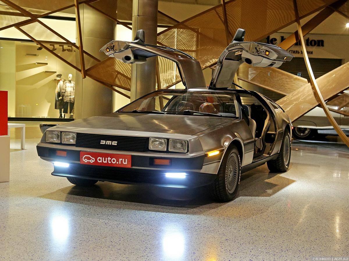 Легендарный DeLorean DMC-12 в Москве.