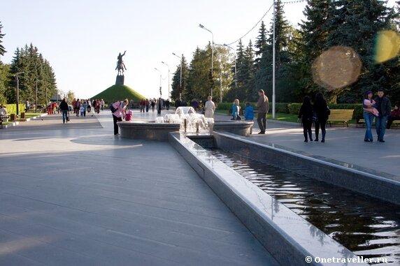 Уфа. Фонтан на аллее, ведущей к памятнику Салавату Юлаеву.