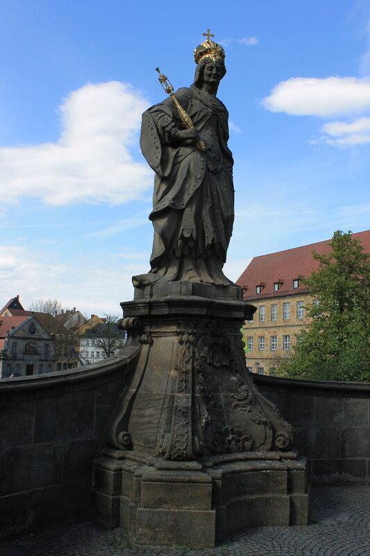Бамберг. Старя ратуша. Нижний мост. Статуя Святой Кунигунды. St. Cunigunde of Luxembourg statue.  Bamberg. Altes Rathaus.  Untere Brücke.
