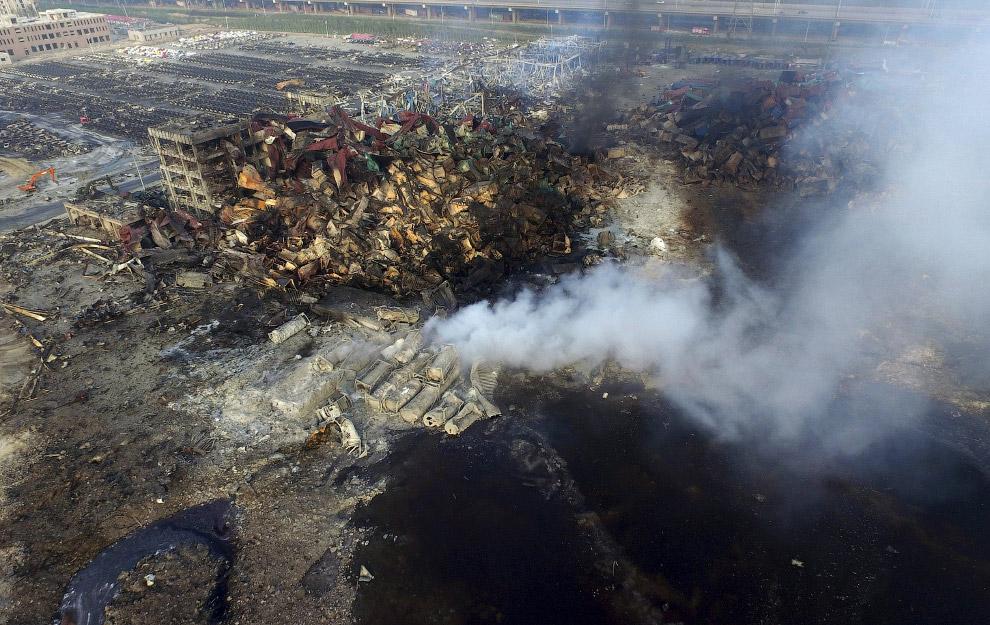 7. Уничтоженные взрывом машины. (Фото Reuters):