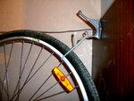 Велосипед на крючке