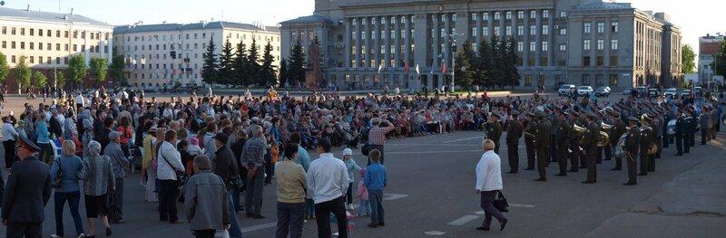 панорама театральной площади во время фестиваля духовых оркестров киров 2012
