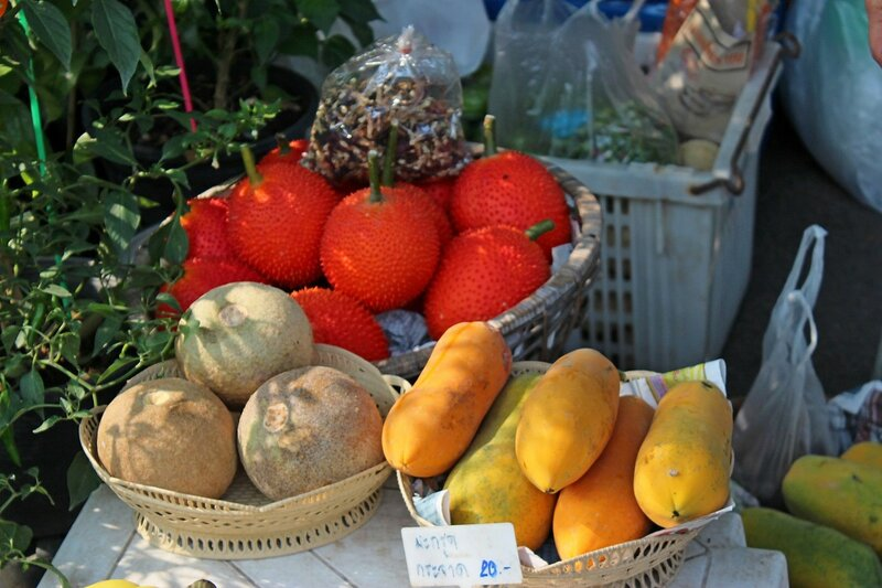 Тропические фрукты на рынке Талинг Чан, Бангкок