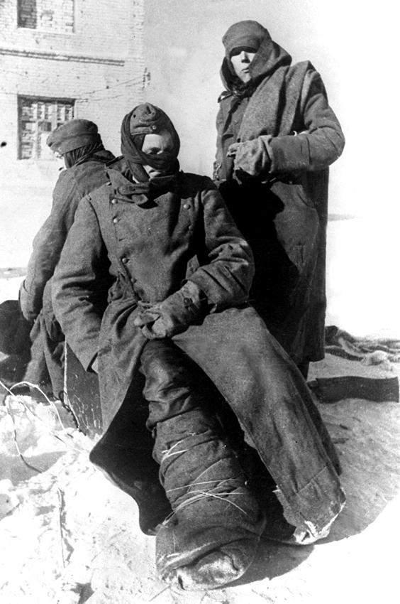 48-Солдаты Гитлера под Сталинградом. 1943 год.jpg
