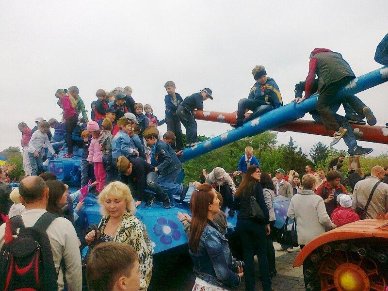 Дети на танках
