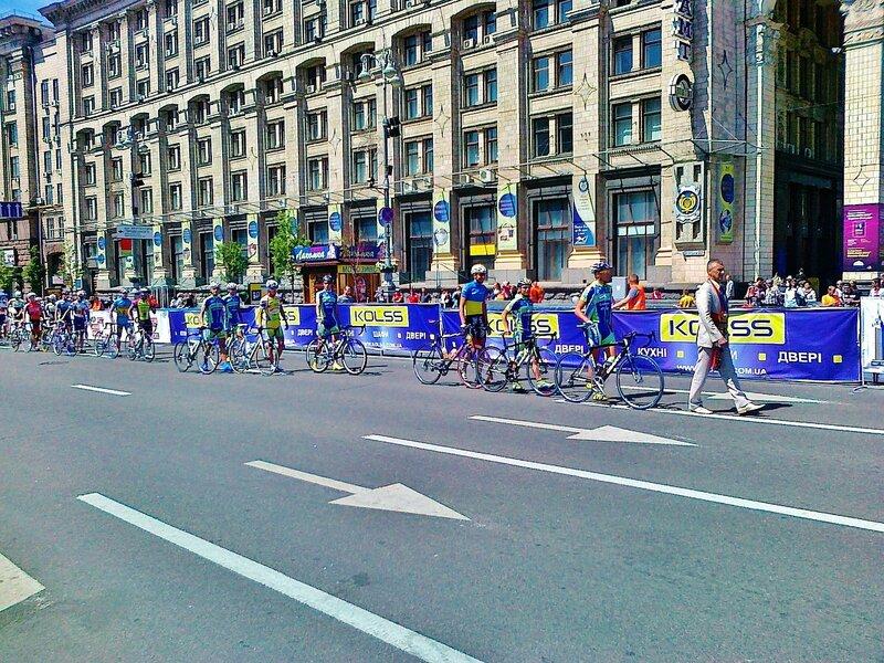 Парад участников велогонок по Крещатику