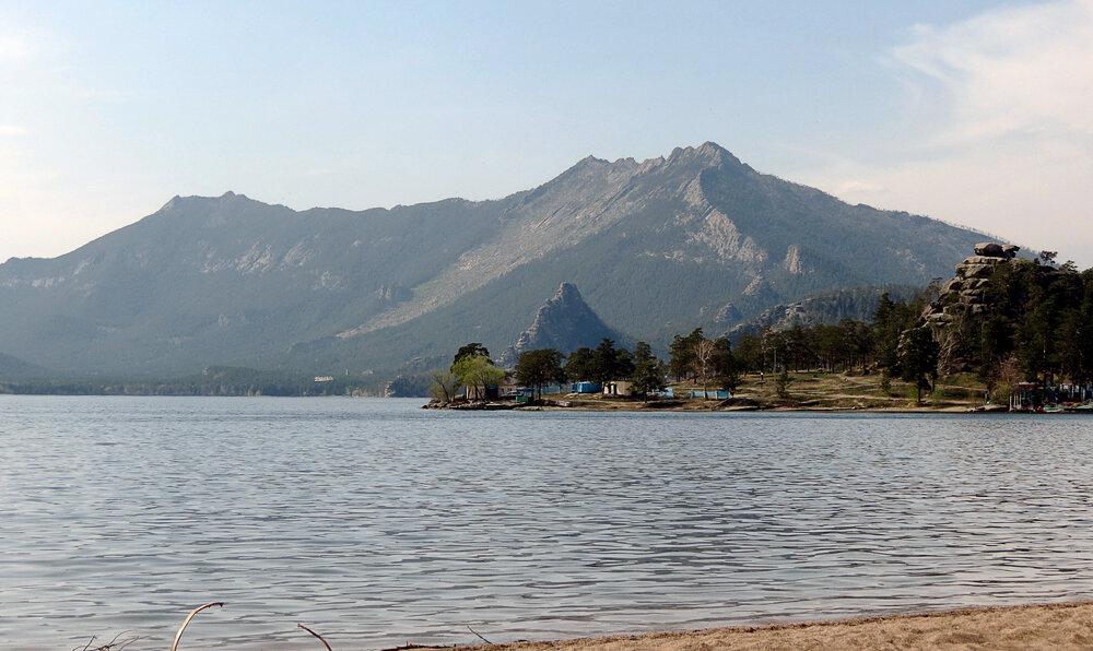 Боровое, вид на гору Кокшетау (Синюху) и Окжетпес через озеро - 2012 год. Комментарии к фото - Кокшетау Онлайн