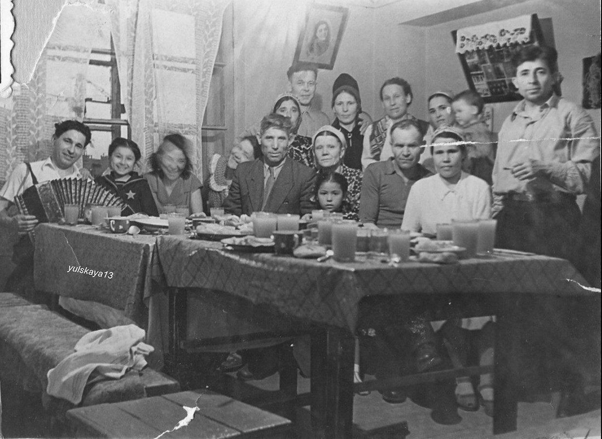 1950-е. Застолье в Березняках