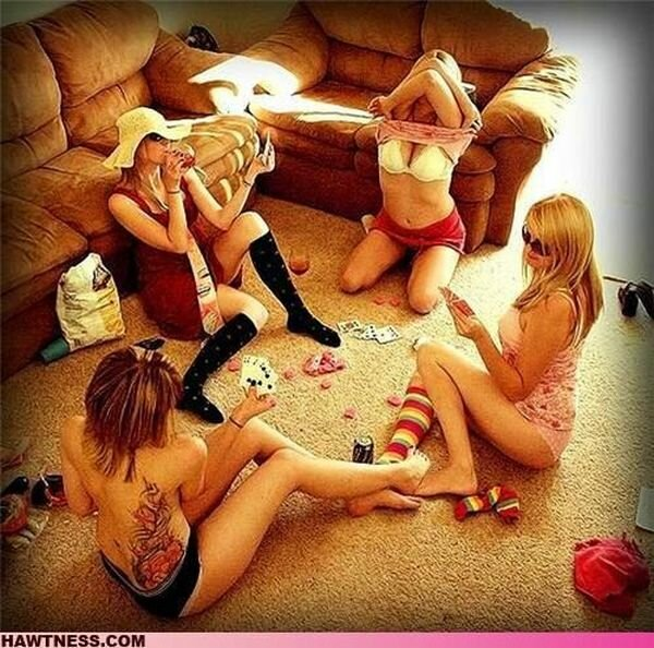 Девушки, занимающиеся странными вещами