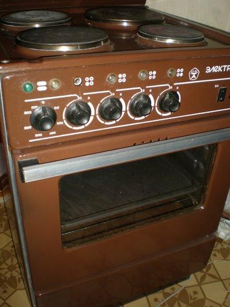 Отдам даром электроплиту.  Отдам старую электрическую плиту Электра 1001.  Плита работает исправно, но требует...
