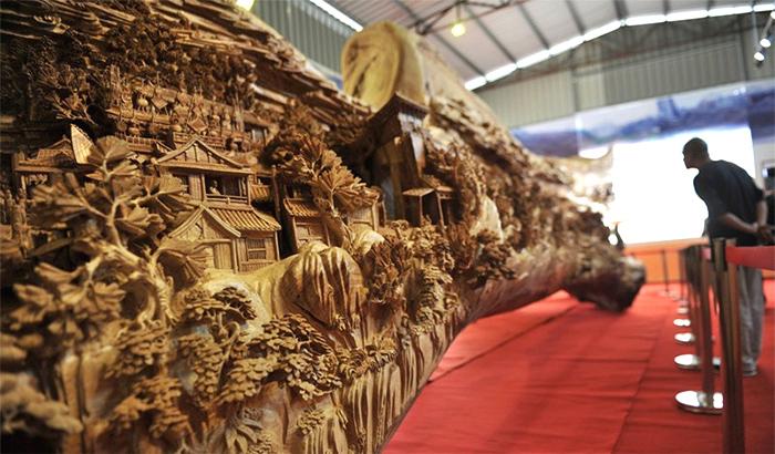 Самая длинная скульптура из дерева!