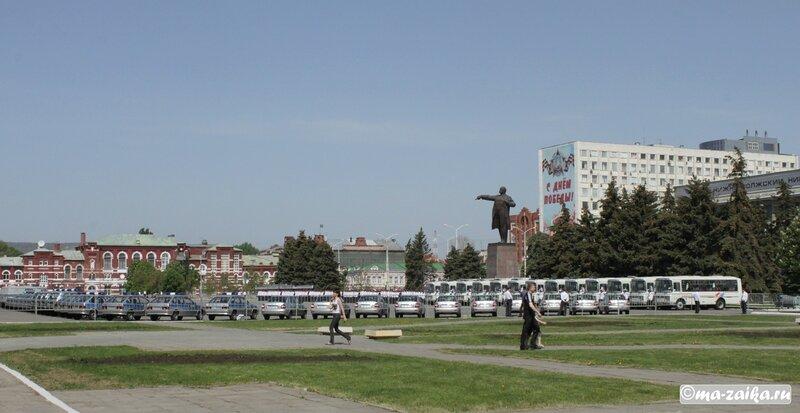 Машинки раздали, Саратов, Театральная площадь, 08 мая 2012 года