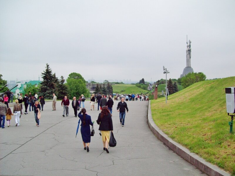 Вход на территорию Национального музея ВОВ