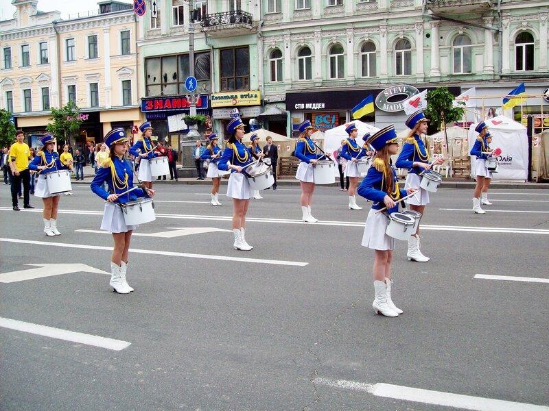 Барабанщицы на Европейском параде