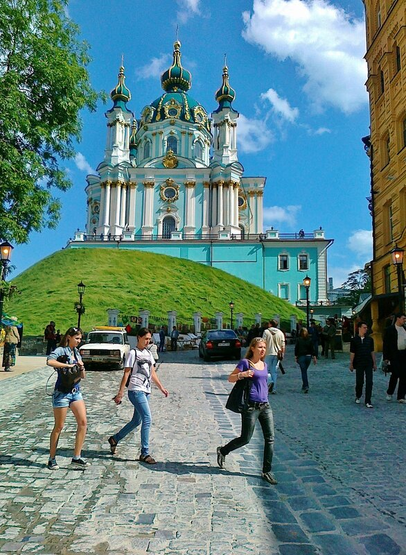 Андреевский спуск и Андреевская церковь после реконструкции