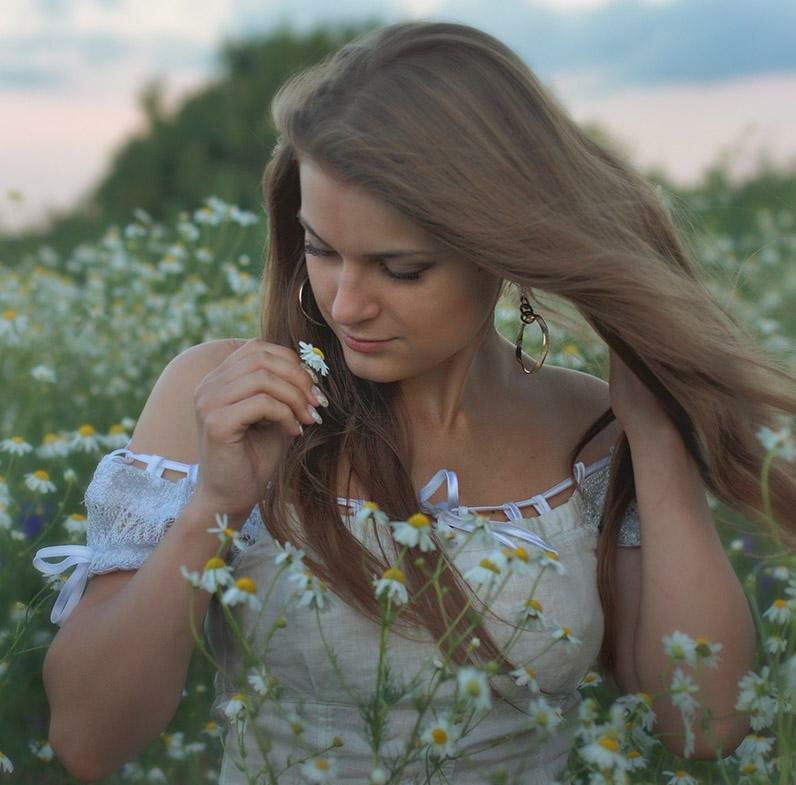 красивые фото женщина на фоне природы