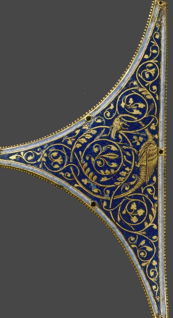 Grubenschmelzplatte, Zwickelfeld von einem Reliquienschrein, Grubenschmelz & vergoldet?, Emailfarbe (blau) & Emailfarbe (gold), Köln, um 1200, rba_c005431.