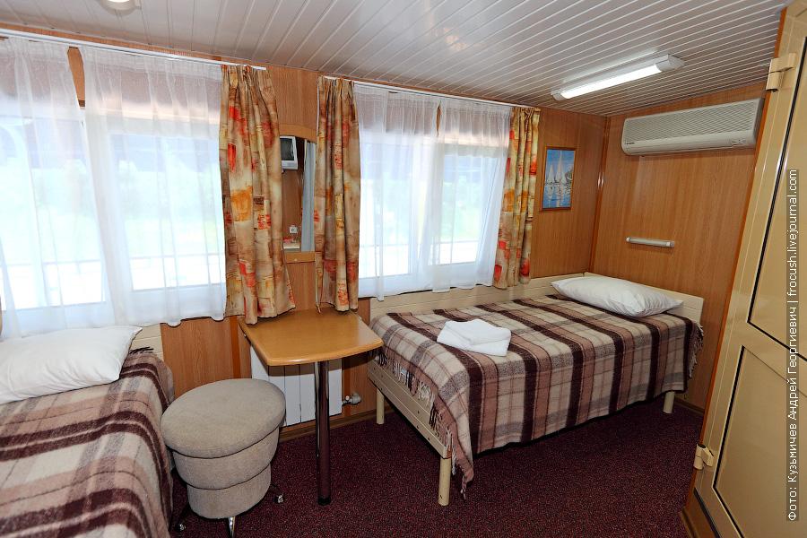 Двухместная каюта со всеми удобствами №408 на шлюпочной палубе теплохода «Александр Бенуа»