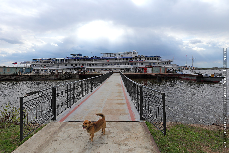 1 мая 2012 года Теплоход «Александр Бена» у пристани «Галанино» в Городце