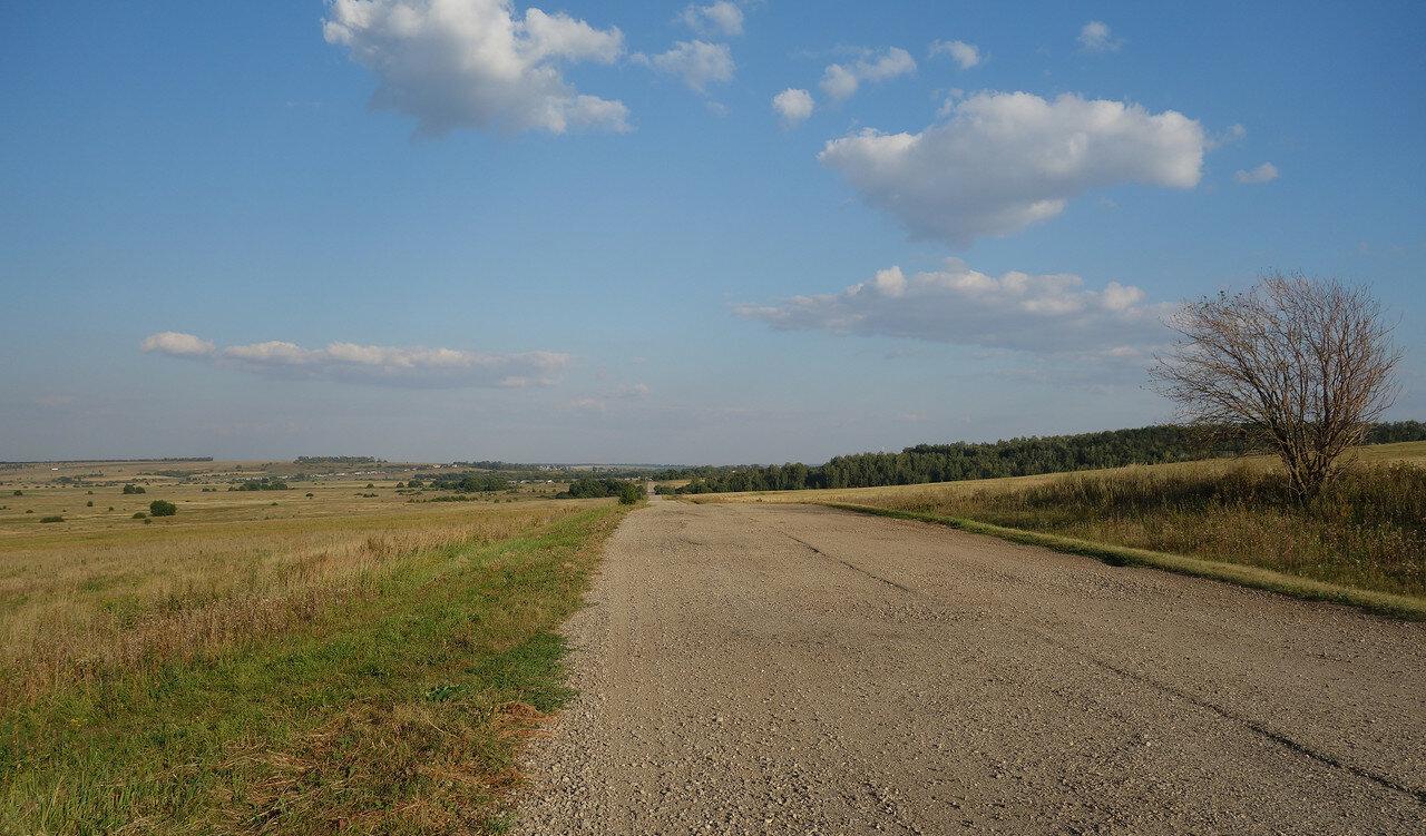 дорога-дробленка, бывший асфальт в долине реки Уперта