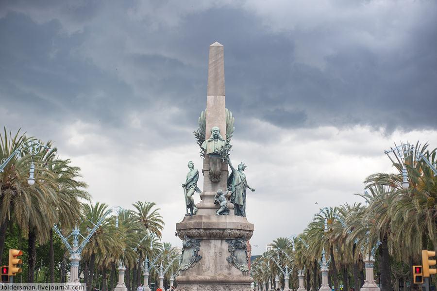 Памятник в Барселоне - хорошая погода в мае