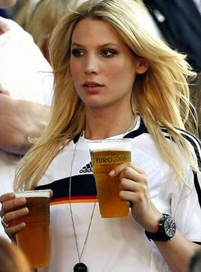 Самые завидные жены и девушки футболистов