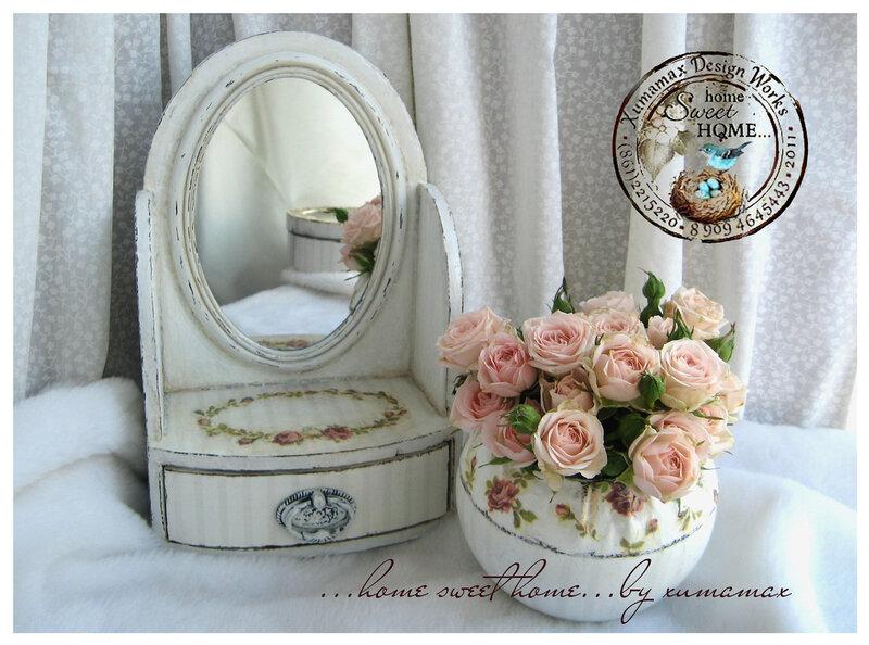 комплект дамский белый Шебби комодик-зеркало и ваза.