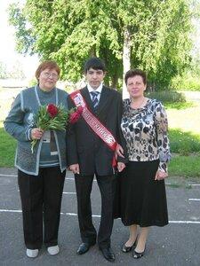 Наш выпускник с бабушкой и с первой учительницей.