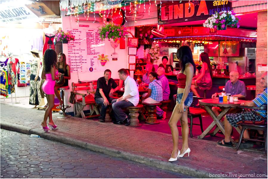 Большое количество различных кафе, go-go или sex-show баров, массажных салонов и обилие живой музыки