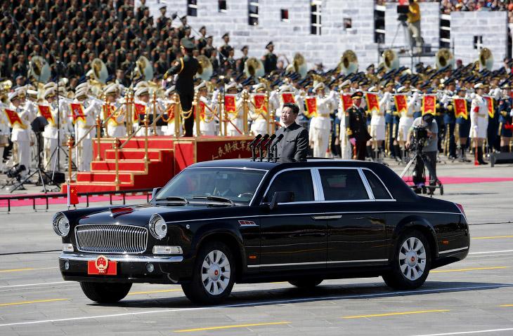 2. Бравые китайские солдаты на площади Тяньаньмэнь во время парада в Китае в честь 70-летия окончани