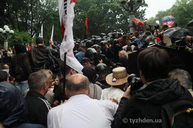 Столкновения противников русского с милицией 5.06.2012