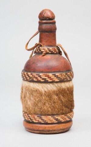 Бутылки декорированные натуральной кожей