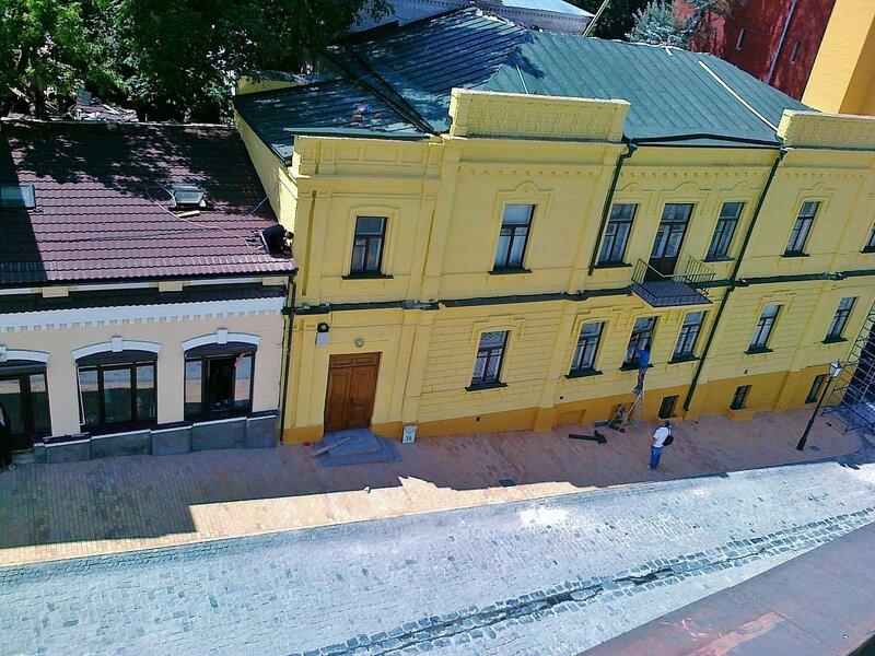Вид на Андреевский спуск от Андреевской церкви