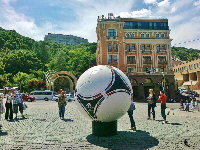 Мяч Евро 2012 на Почтовой площади
