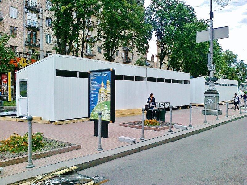 Туалеты фан-зоны Евро 2012 на Крещатике