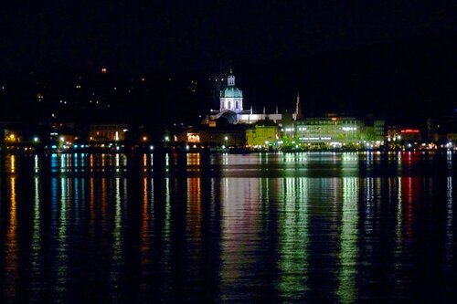 Panorama di Como noturno