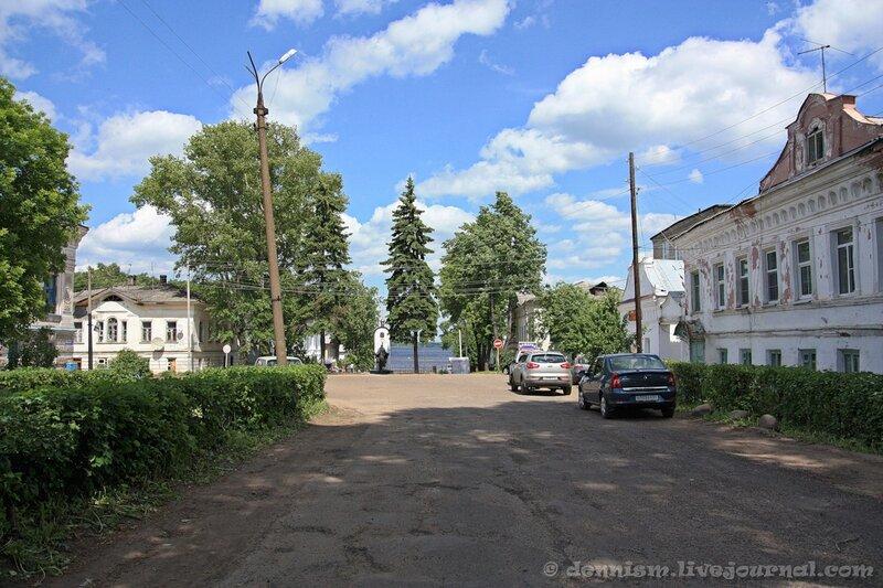 13. Калязин, улица Карла Маркса.