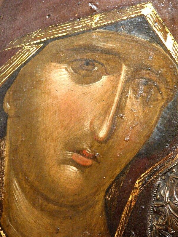 Лик Пресвятой Богородицы. Фрагмент византийской иконы XIV века в Галерее икон в Охриде, Македония.