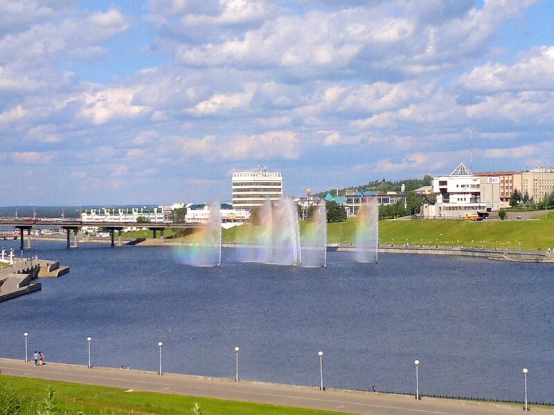 Радуга в фонтанах чебоксарского залива