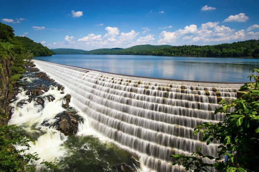 Река Гудзон расчертила водными потоками штат Нью-Йорк. Свое название получила по имени первооткрыват
