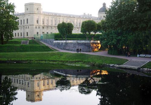 Вид на Карпин пруд и Императорский дворец
