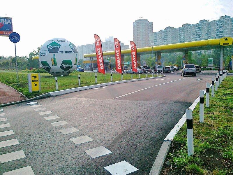 Мяч Евро 2012 перед бензоколонкой