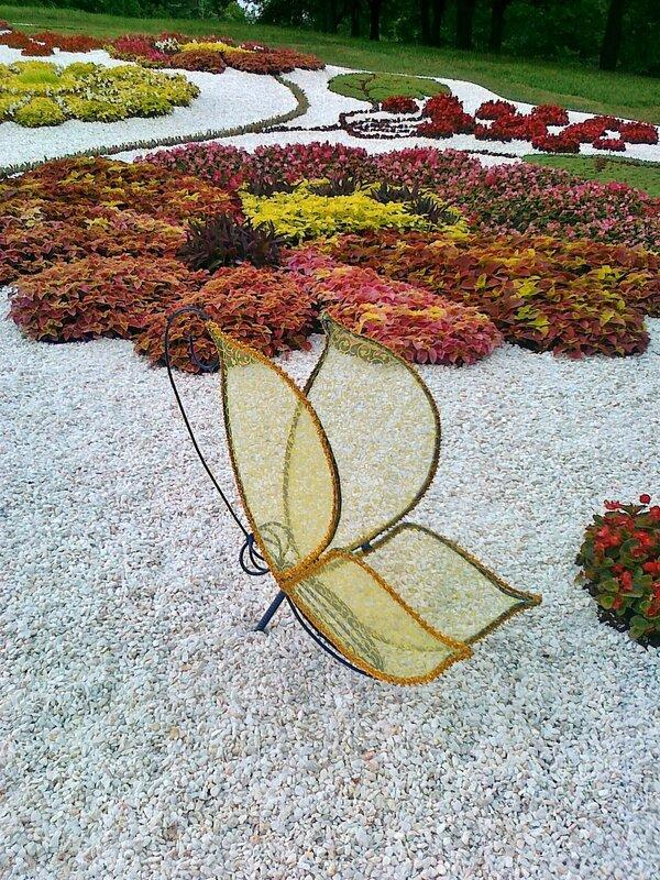 Фрагмент цветочной композиции Петриковская роспись