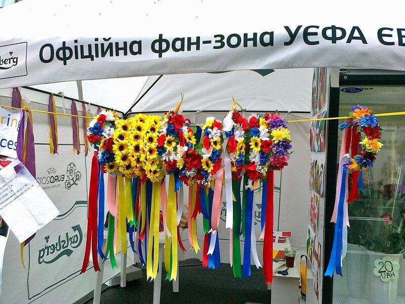 Украинские венки в фан-зоне Евро 2012