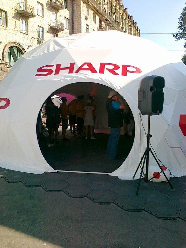 Шатер SHARP в киевской фан-зоне
