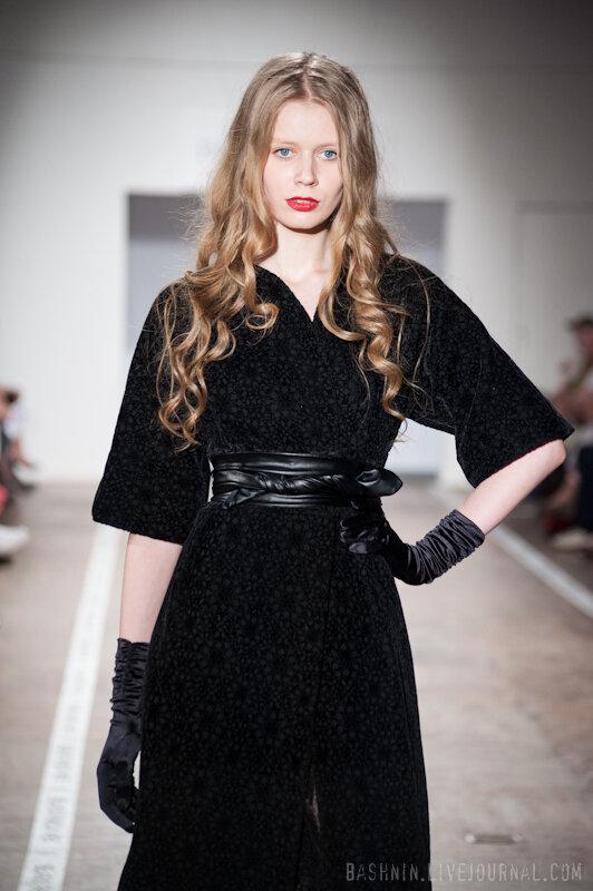 пальто женское от дизайнера.