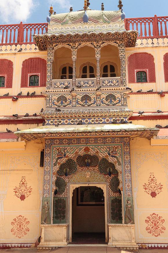 Фотография 23. Павлиньи двери. Интересные экскурсии по Золотому треугольнику Индии.