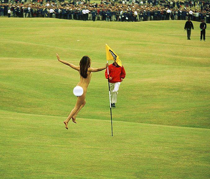 streaker / стрикер - голая девушка на поле для гольфа